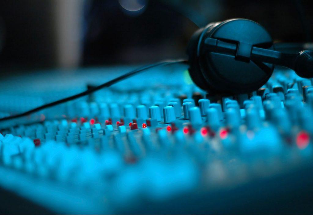 podcast corporativo y podcast de marca